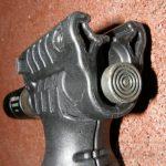 Taktická rukoväť s integrovanou dvojnožkou a baterkou 3