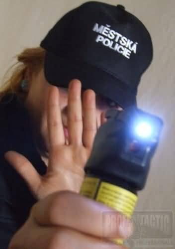 Obranný sprej Tornádo so svetlom 63ml 4